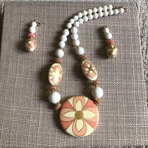 VTG pretty set . Necklace & Earrings
